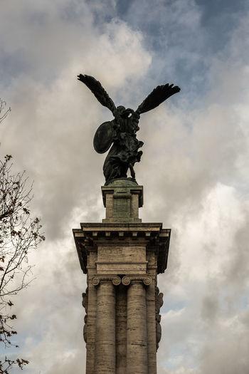 Colonna Nuvole Standing Angelofthenorth Architectural Column Architecture Bronzo Cielo Sculpture Scultura Statue