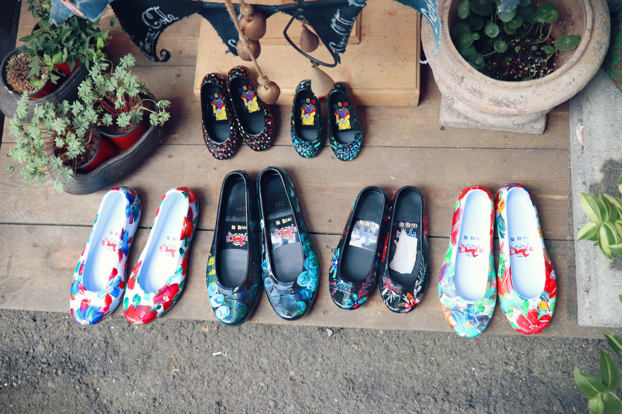 Asian  Asian Culture Birdseyeview Choice Day Fashion Flower For Sale High Angle View In A Row Multi Colored Objects Painted Pair Plant Rubbershoes Shoe Shopping Streetphotography Travling Variation