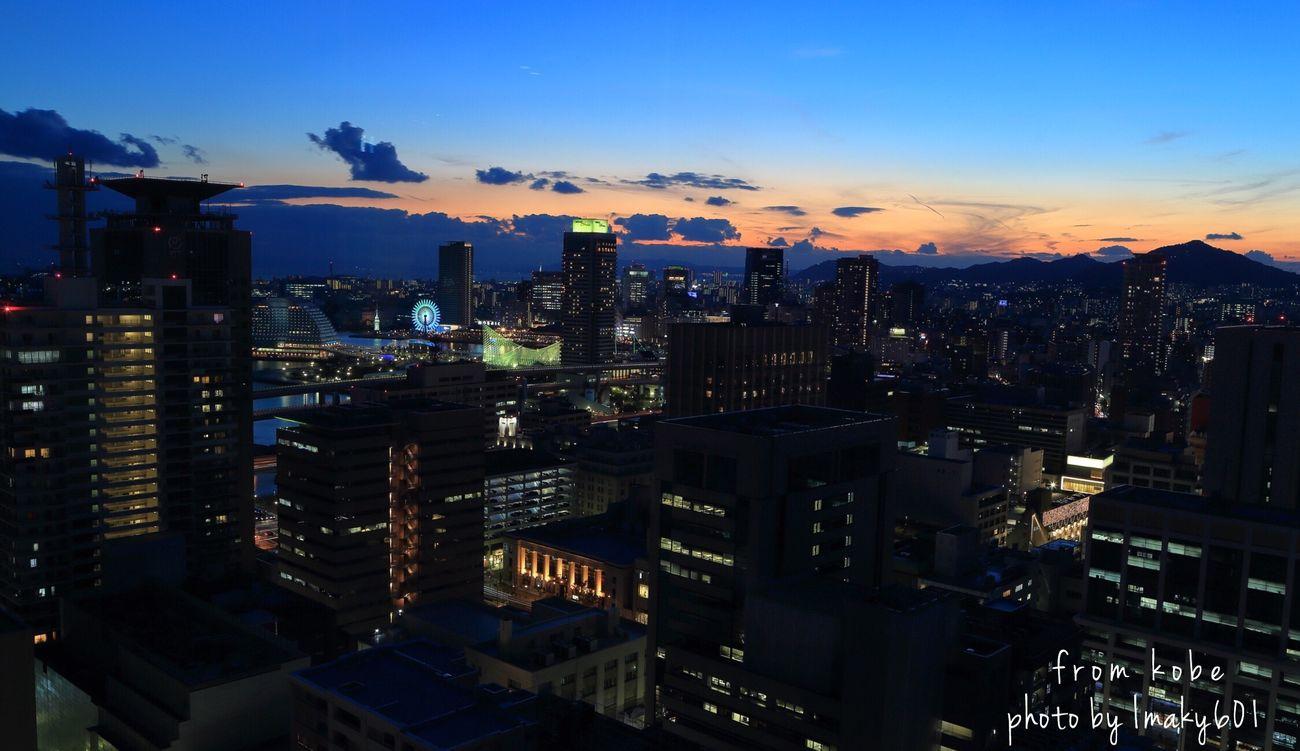 2015.11.28 Camera;CANON 6D. Lens;EF24-105F4L w/ゴリラポッド 教訓;フルサイズ+Lレンズに、ゴリラポッドでは無理がある…フィレンツェではいけたんだけど、今回で懲りました。 Night Lights Nightphotography Eos6d Canon EyeEm Best Shots EyeEm Nature Lover Canon6d Landscape 夕焼け 夜景倶楽部 夜景 Japan 神戸 神戸市役所 Light And Shadow マジックアワー Magichour ぼくの写真はぼくの今だ