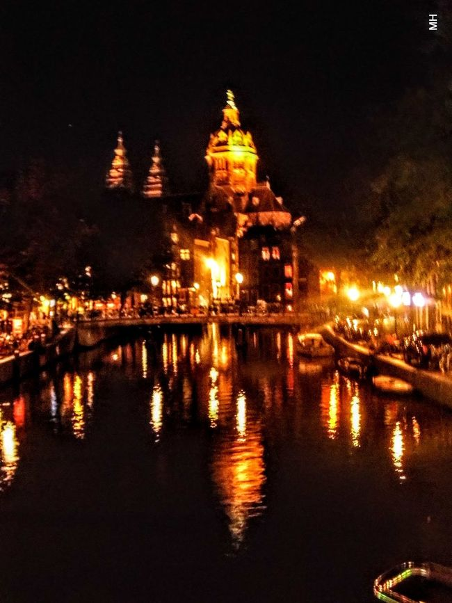Amsterdam by night...a really wonderful City.. but by night...so amazing... Taking Photos Hello World Enjoying Life Individual Picture Pivotal Ideas Originalpicture Check This Out Places Picturing Individuality Amsterdamcity Nightphotography