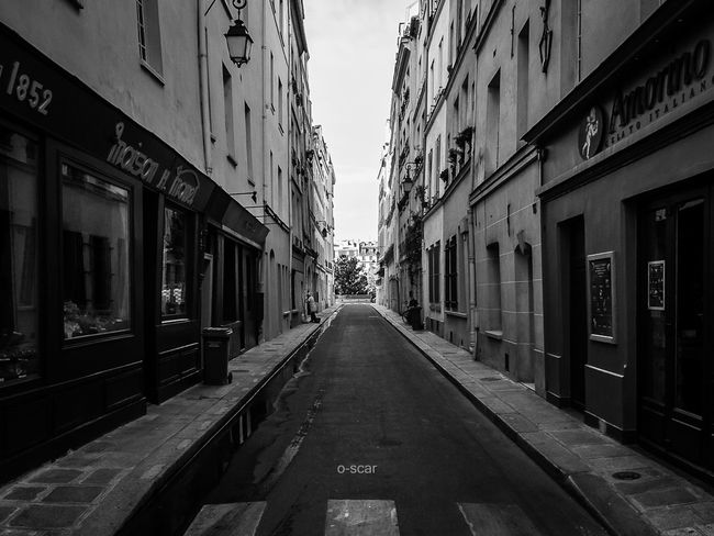 ✨ Rue Legrattier / Paris IV Urban Blackandwhite Street Blackandwhite Photography Black And White Streetphotography Streetphoto_bw My City Urbanphotography Paris