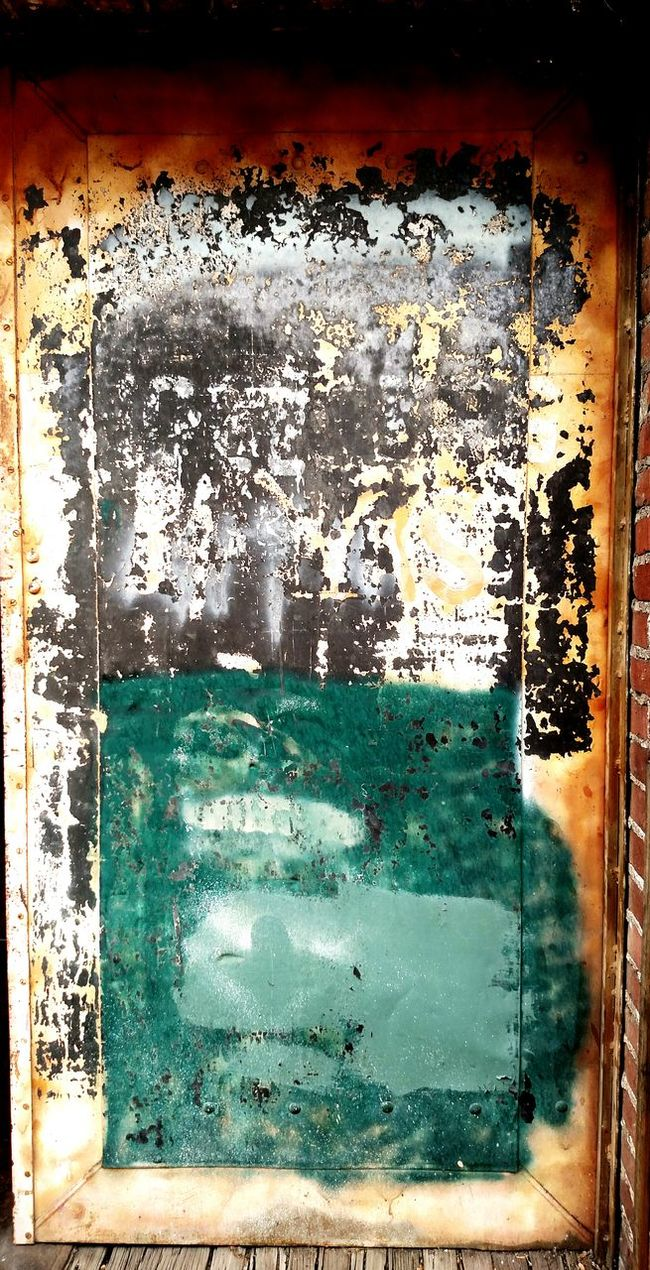 Taking Photos Check This Out Enjoying Life Street Photography Alleyway Downtown Salem, Oregon Vintage Building Abstract Photography Rusted Door Vintage Buildings