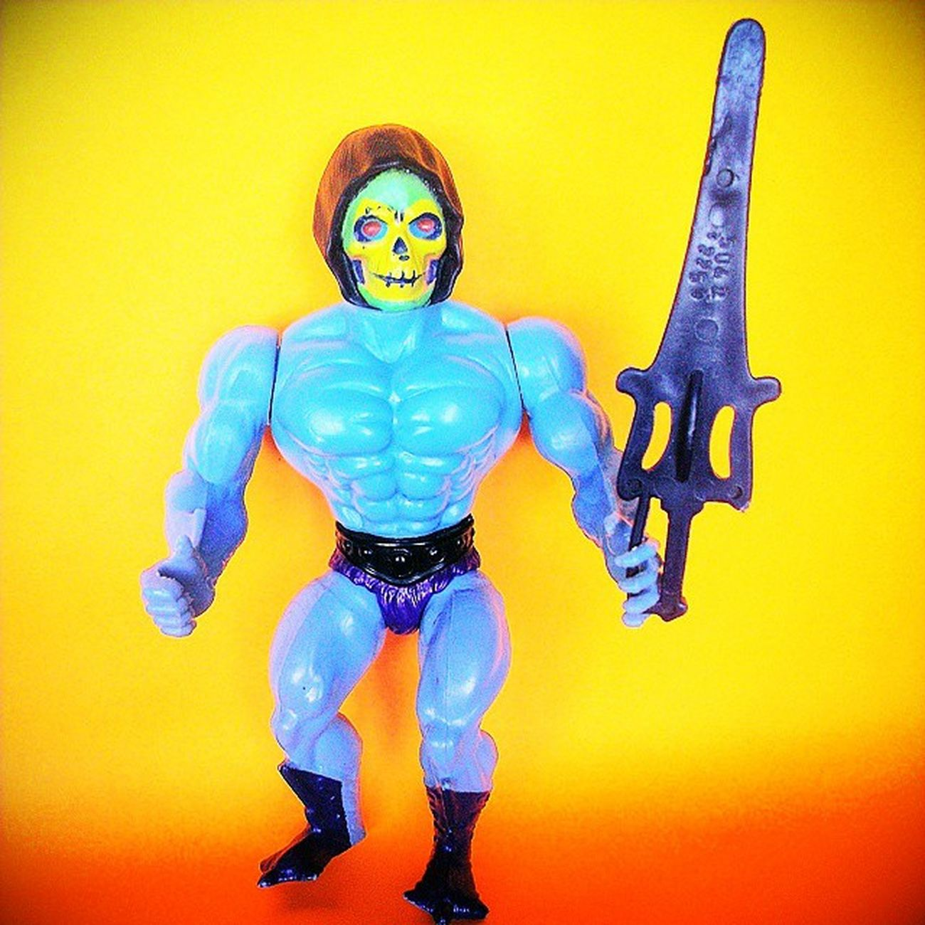 This is a 1981 V1 half-boot Skeletor from the first edition 8-back card, Madeintaiwan . What makes him special aside from the half-boots: he has a purple loin cloth (instead of black), orange in the cheeks and bright blue paint in the eye sockets. The first Skeletors had the most detail of all the releases. Notice anything odd about the sword? It was made using the Heman mold. Instead of the typical notch, there's a tab sticking out and the hilt is on the wrong side. Not sure how/why that happened, just that it's an unusual piece. Motu Mastersoftheuniverse Eternia Mattycollector Mattel 1980s Actionfigures Vintagetoys 80scartoons 80s 80sTV 80spopculture 80schild 80sKid 80stoys Vintageactionfigures Vintage Toypics Toycrewbuddies Toycollection Toycollector toycommunity actionfigures actionfigurephotography