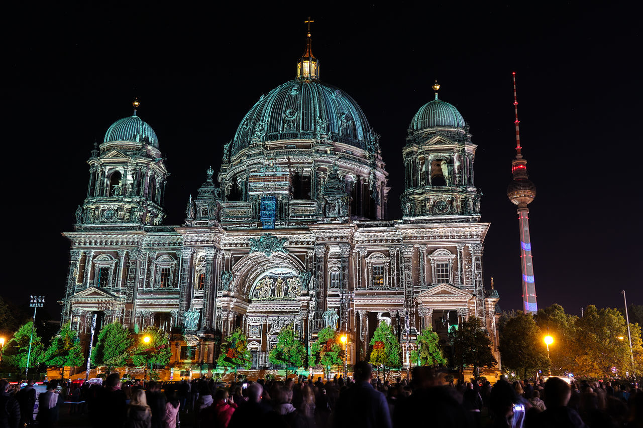 Berliner Dome Dome of Berlin Berlin Berlin Bei Nacht Berlin By Night Berlin Leuchtet Berliner Dom Dome Fernsehturm Festival Of Lights Germany Large Group Of People Tourism