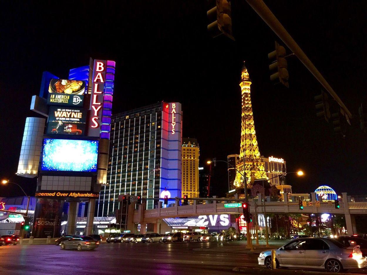 Las Vegas Nevada Paradise Sin City Party Night Night Lights Roadtrip Lights Eiffel Tower? City Vagas ベガス ラスベガス ネバダ 夜景 賑やか シンシティ パーティ ピカピカ 旅行 Illuminated City Life Neon Building Exterior