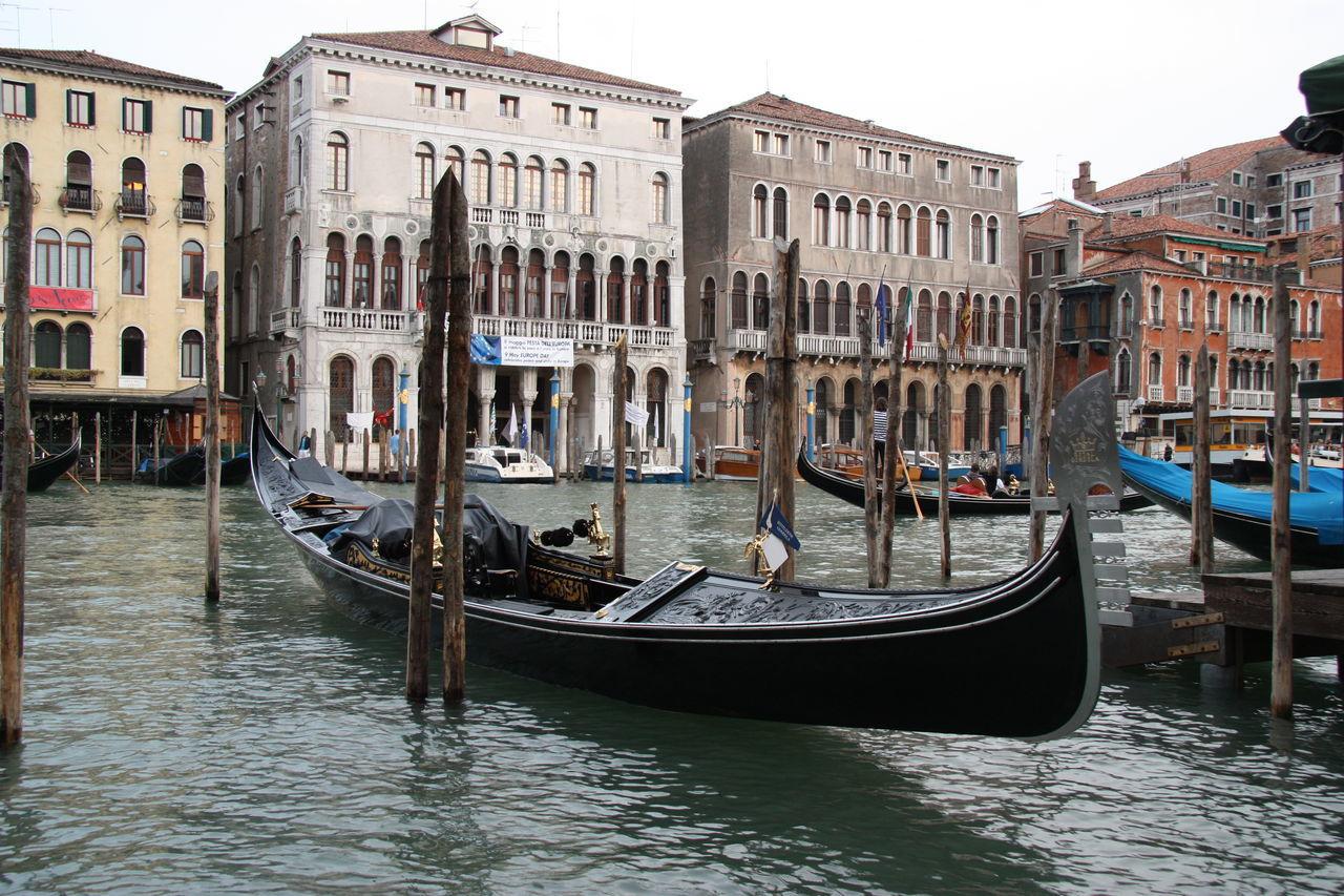 Venice #canal #casanova #cruise #gondola #Italia #vaporetto #veneza #Venice #Venezia #Italy #Italia #Europe Building Exterior