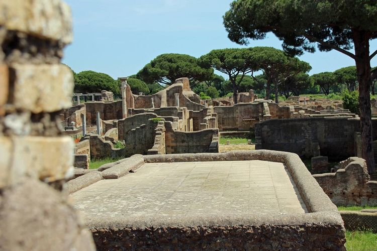 Outdoors Tree Traveling Exploring Italy Eu Europe Travelling Adventure Scenery Architecturent Antique Trip Built Structure Buildings Stones Sunshine Green City Antica Ostia No People Nature Sky Su