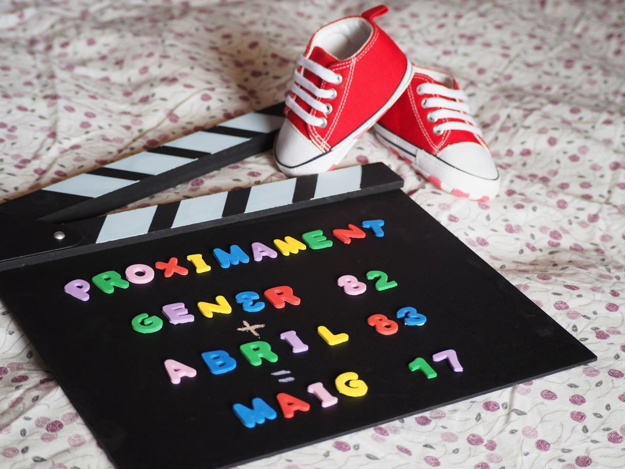 The best chapter of our lives is for comming yet!🎬👪 Comming soon: January 82+April 83= May 17 Love Expecting Babies Pregnancy Announcement Pregnant Life Converse Shoes Pregnant Days Pregnant Photography I Am Pregnant Film Movie Filming Clapperboard
