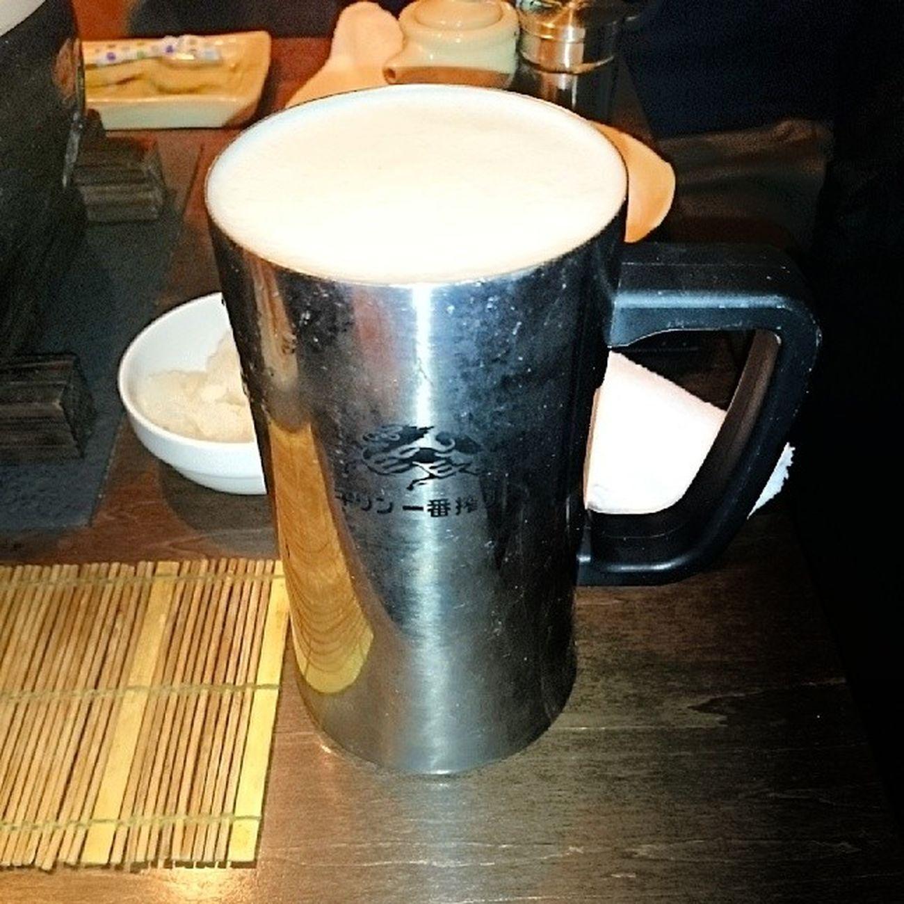 ステンレスのコップで生ビールおん