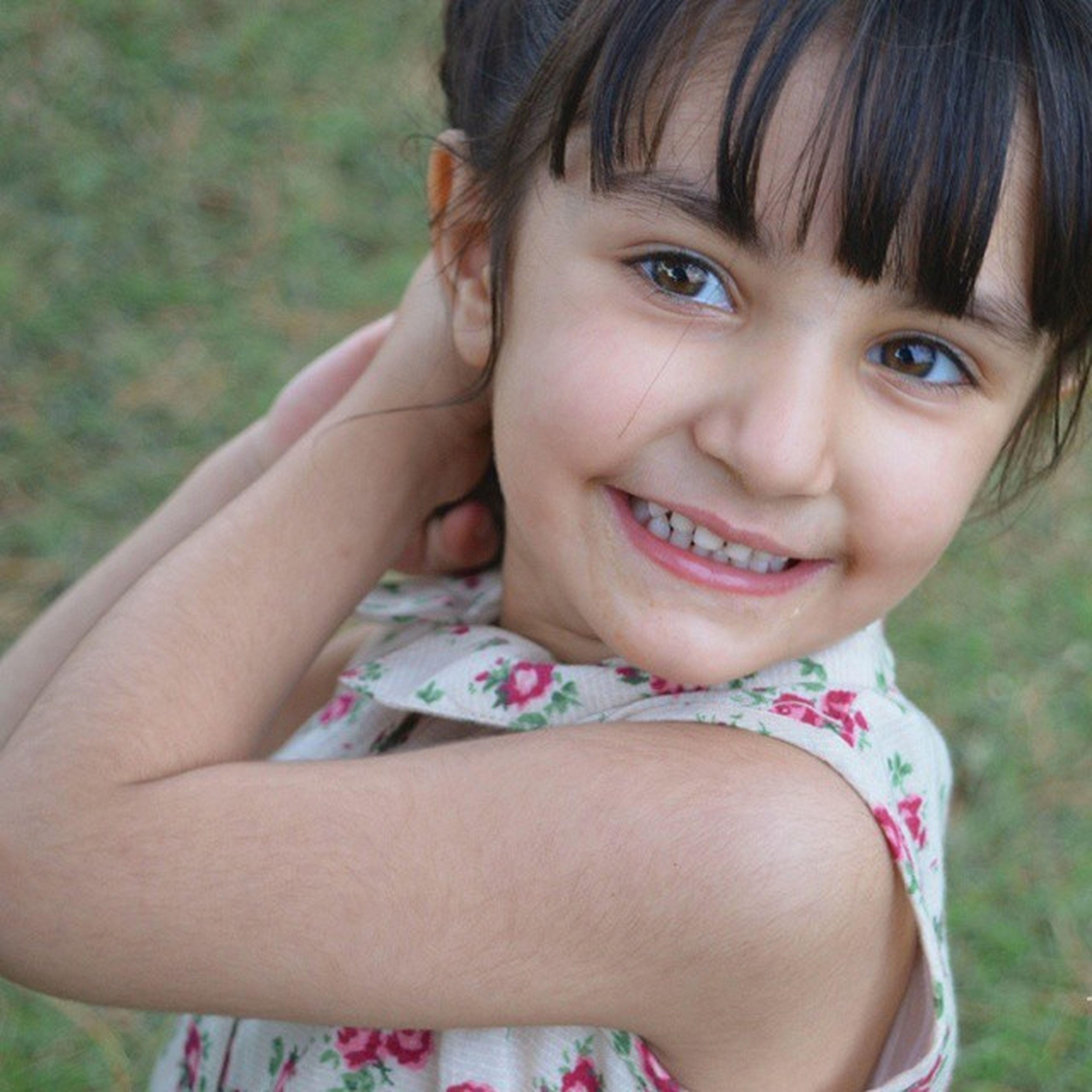 person, childhood, elementary age, innocence, girls, portrait, looking at camera, cute, lifestyles, leisure activity, focus on foreground, smiling, front view, headshot, boys, happiness, casual clothing, close-up