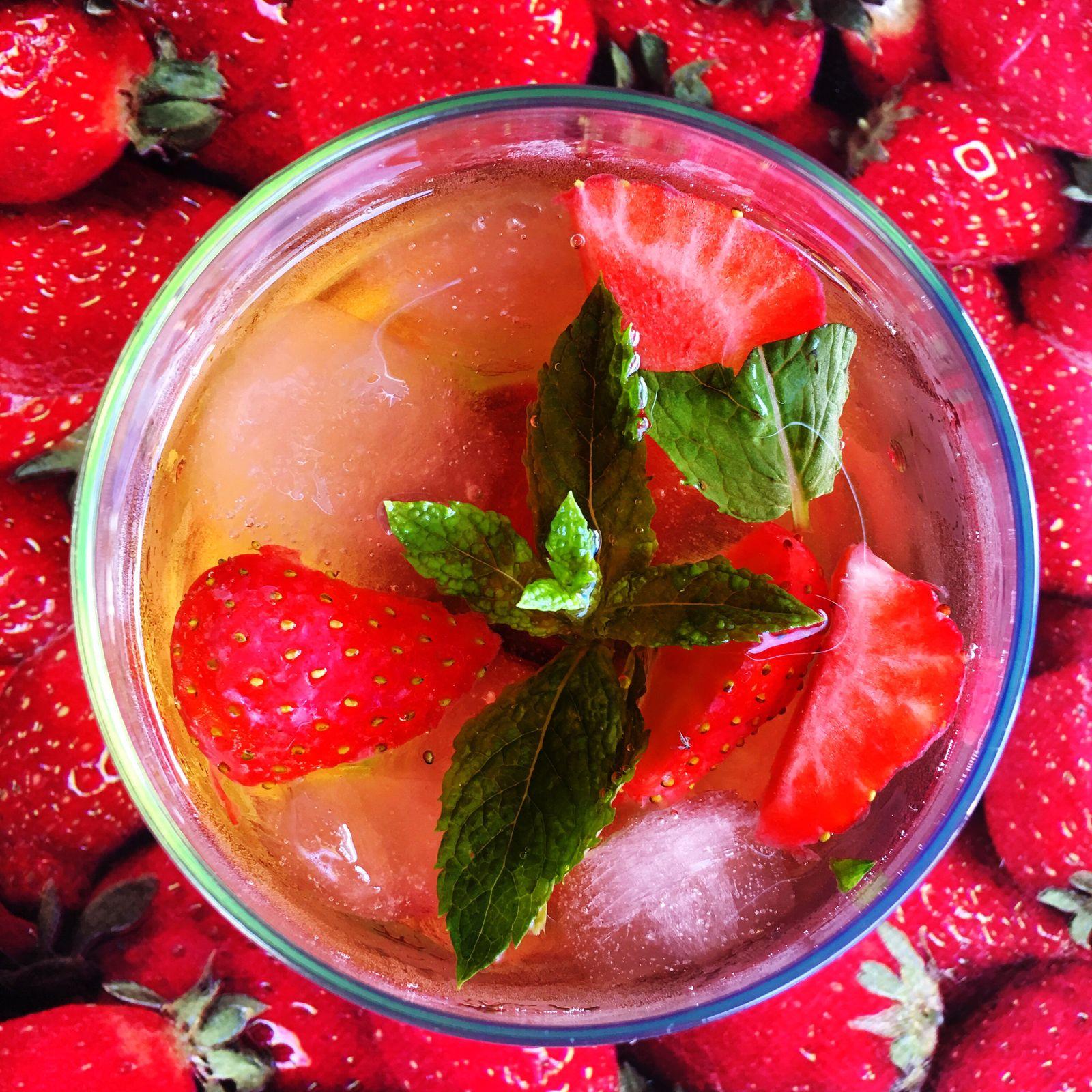 Frosé Drinks Rosé With My Bestie <3 Strawberrys Mint Leaves Happy Time