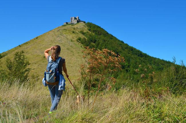 Blonde Camminare Castello Fortificazione Fortress Girl Green Mountains Natura Nature Passeggiata Ragazza Still Life Walking