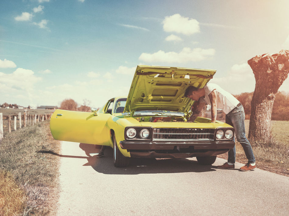 70s Car Classic Classic Car Cloud - Sky Day Engine Happiness Land Vehicle Lifestyles Men Old-fashioned Oldschool Outdoors Roadtrip Sky Style Sunlight Transportation Trouble US Car Classics US Cars Young Adult Young Women Lieblingsteil