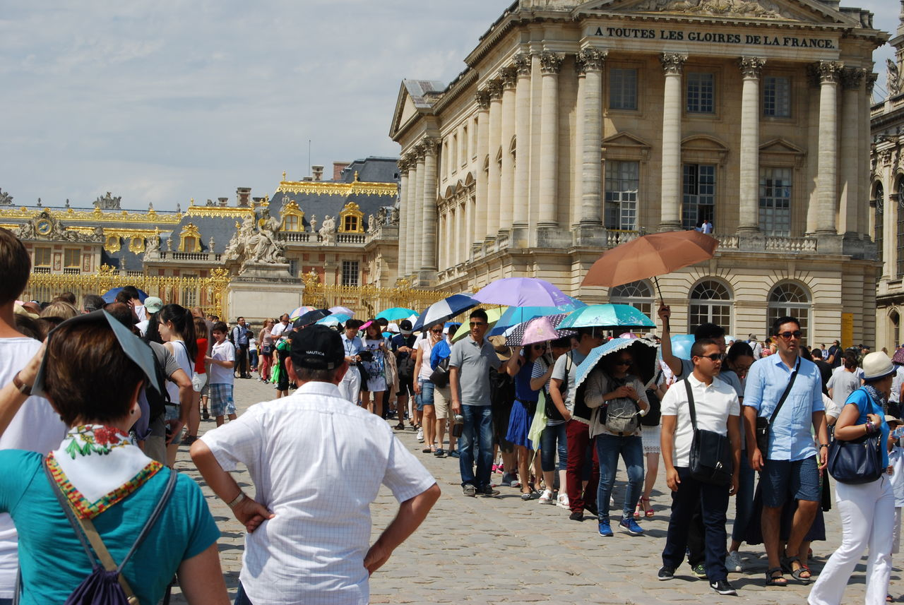 Waiting Hollidays Hot Day In Line Ludwig XIV Many People Sun Is Up Umbrella Versailles Palace Wating