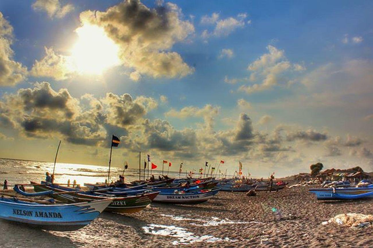 Sore hari di pinggir pantai... 😗🌞 Pantaidepok Sorehari Weekend Beach Detailjogja Canon1200d Pesonajogja Zonafotografi
