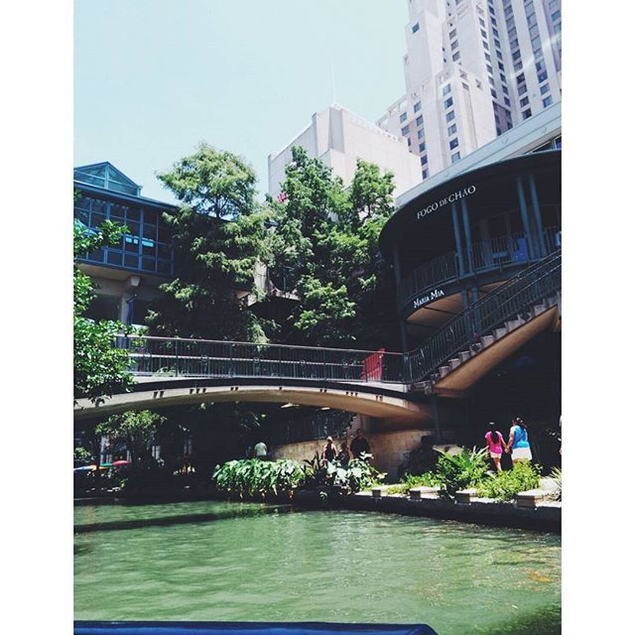 San Antonio River walk 😙. Twas so lovely with so much history❤. Sanantonio Sanantonioriverwalk Whosaysyoucantworkandhavefun Withmifamilia Sanantonioriverwalkboatride Photographyskillsonpoint