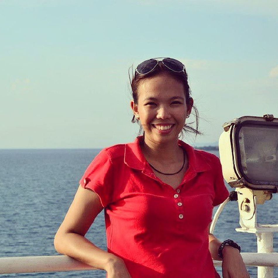 Imagining i'm on a yacht --- on a cruise to take me far, far away from here. Unfortunately, asa vessel lang ako for the Cu Concentrate. Boo. Dreamingon Ineedavacation