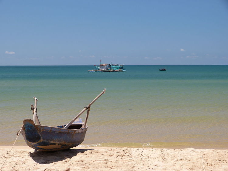 craft / embarcation Barque Beach Beauty In Nature Clear Sky Day Floating House Horizon Over Water Longtail Boat Maison Flotante Nature Nautical Vessel No People Outdoors Sand Scenics Sea Shore Sky Small Boat Tranquil Scene Tranquility Transportation Water