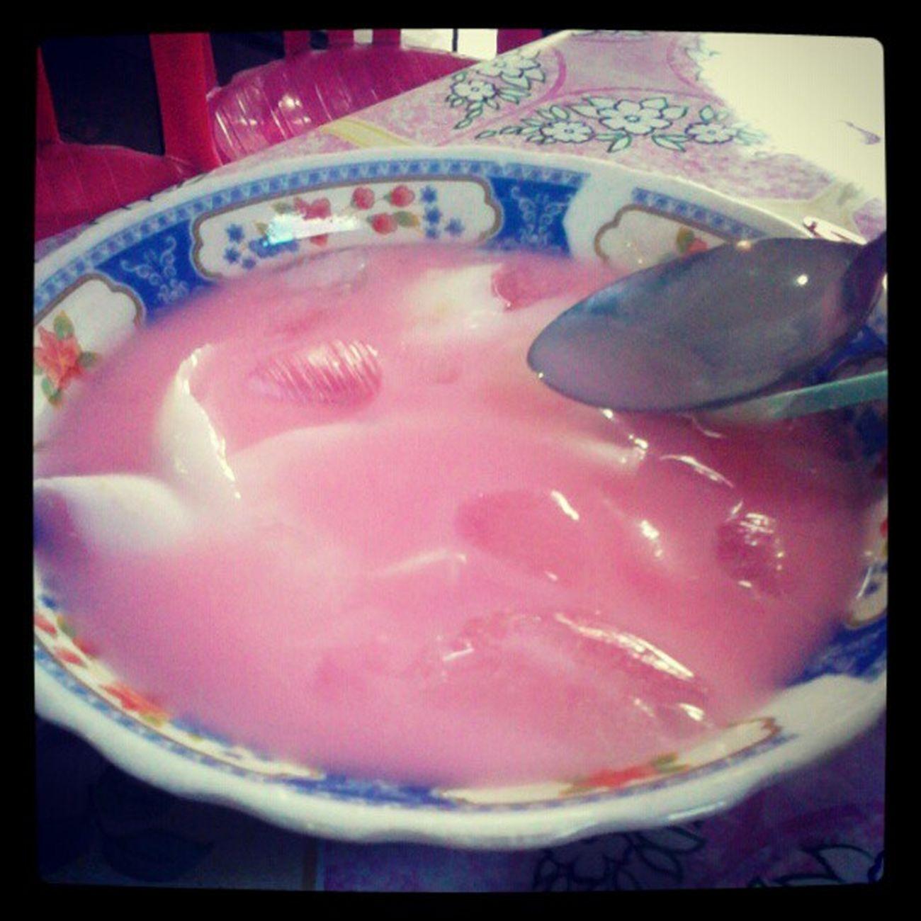 Panas-panas gini enaknya minum es kelapa di depot Safari 1 .. Nyummiiii~~~ Kelapa Eskelapa Natadecoco Sejuk seger segar ...