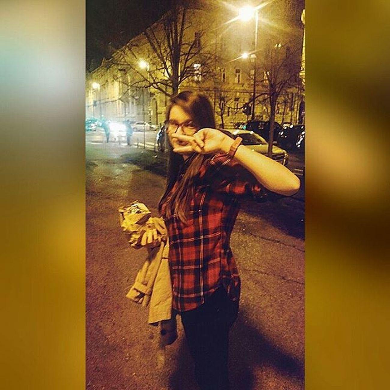 Ono kad neocekujes da ce te slikati i napravis peace tek tolko da prekrijes dio svoje gadne face Logg da me @petar_deveric sliko mislim ko drugi ne 😂 Ugly Girl Croatia Zagreb Dark GettingFat Idot Kuki Idek Damn Lulz Selfie Me Lame