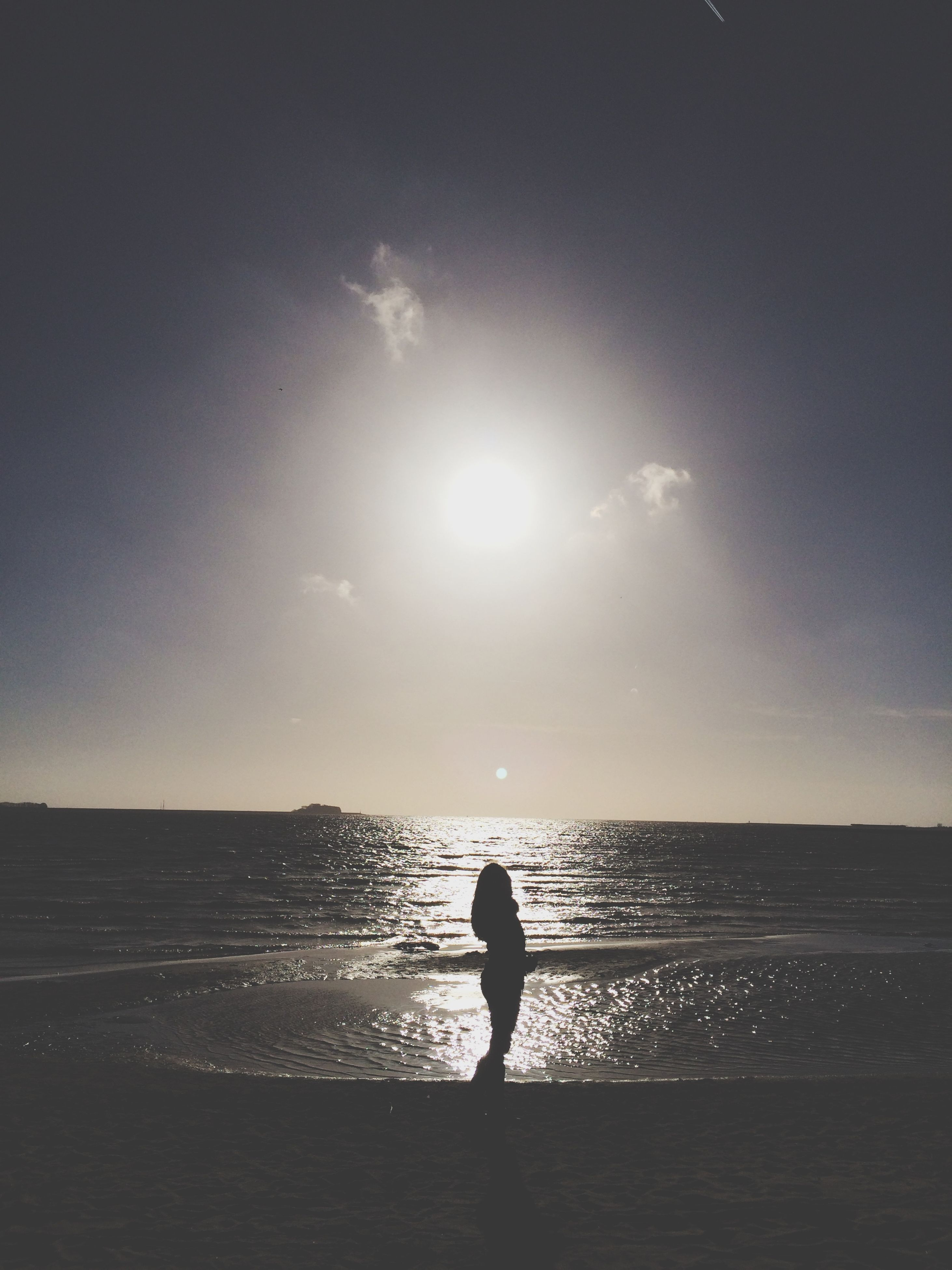 sea, water, horizon over water, silhouette, sun, beach, tranquil scene, tranquility, scenics, shore, sky, beauty in nature, standing, full length, nature, sunlight, idyllic, leisure activity