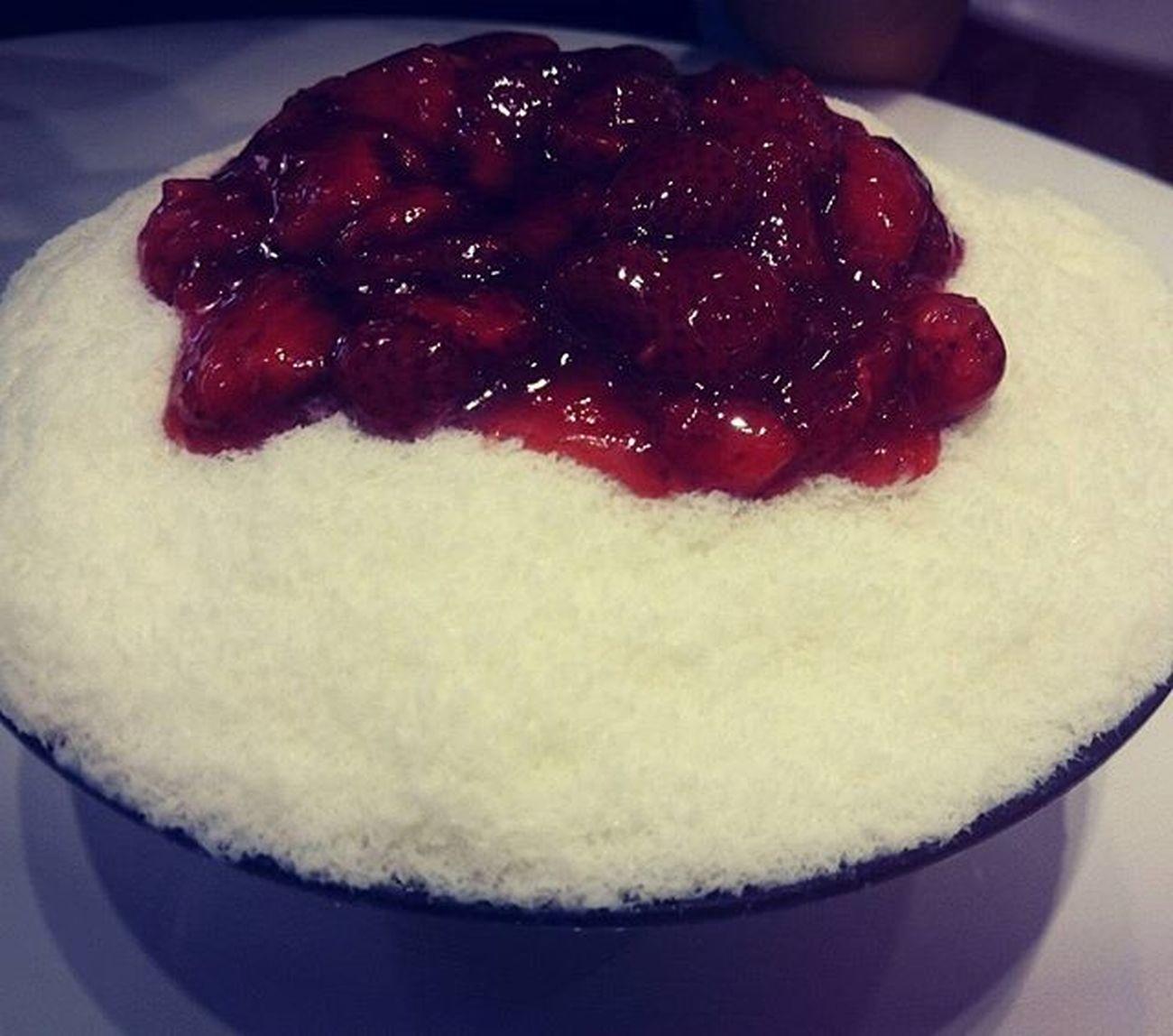 Nghe nói đây là patbingsu ngon nhất vịnh Bắc Bộ 🍧🍧🍧Brobingsu Susfoodtrip Lozihn Foodyhanoi Foodporn Yummy Strawberry Patbingsu LargeSize