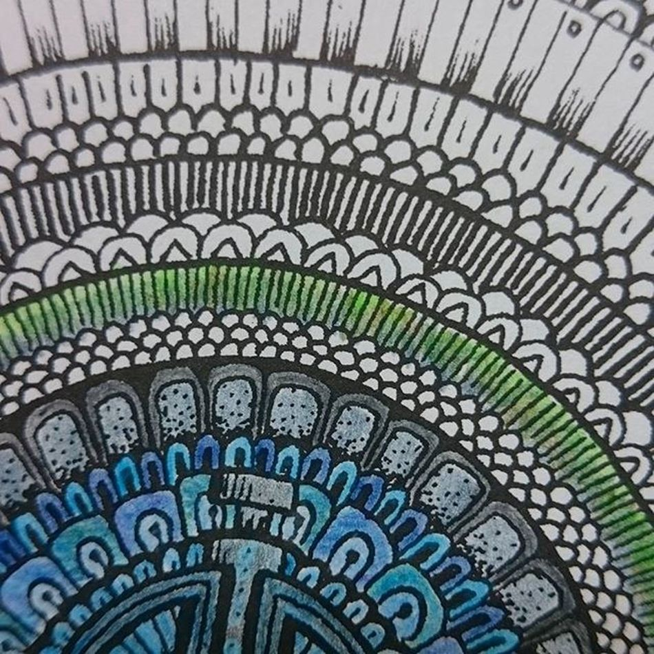 Putting lines on a page to create little space: Insane Layering 4 different colours in a little space to get the perfect green: even more insane! Adultscancolortoo Colors Colorful Green Blue PeterDeligdisch PeterDraws FaberCastellPolychromos Fabercastell @fabercastellglobal Incomplete Work