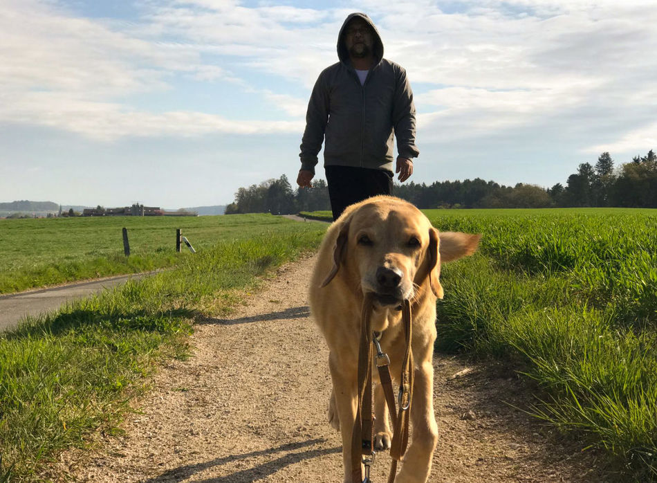 La nostra domenica 🐕🚶 One Person Dog One Animal Outdoors Hanging Out Good Morning On The Way Hello World Walking Around Moments Countryside Sky Sunny Day My Dog On The Road Hi! Me