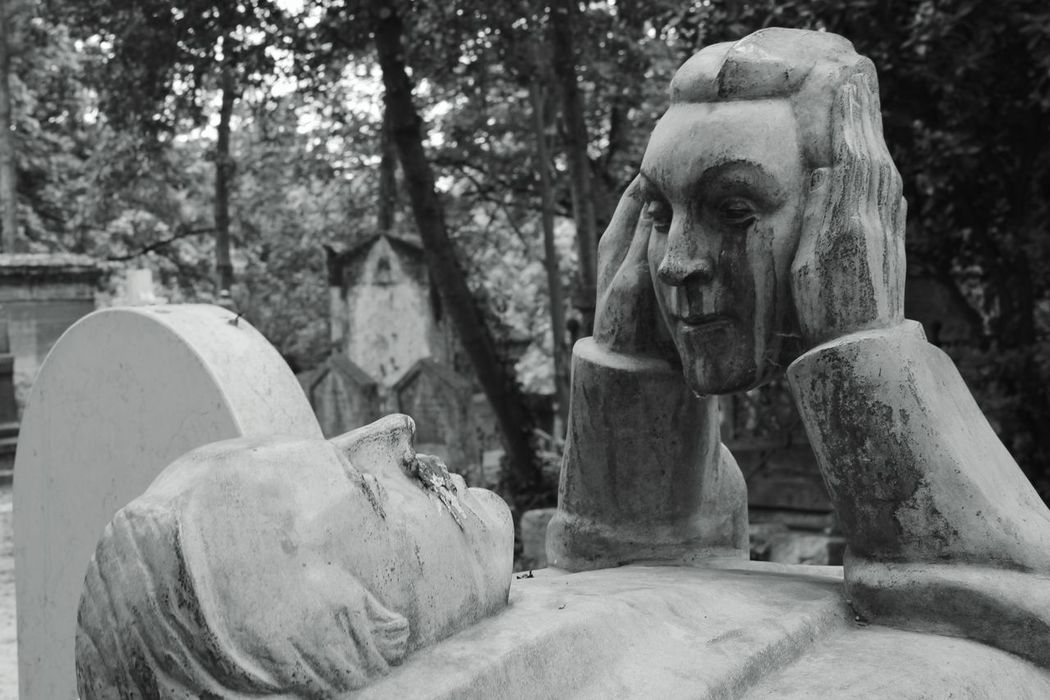 Paris France Cemetery Cimetière Du Père Lachaise Blackandwhite Urban Face-off
