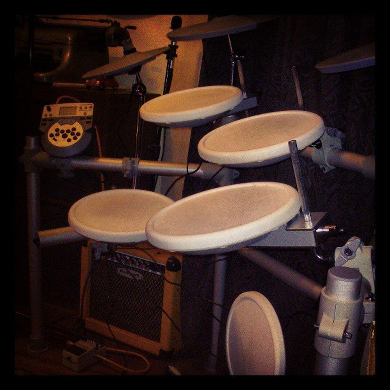 Odamın yeni sakini hoş geldin :-) (pek sakin sayılmaz galiba) Bateri Drum Hgstudyo Gfarukunal