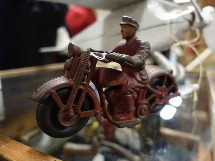 Cast iron motorcycle cop from the 1930s. Play, fun, present, imagination. Cast Iron Motorcycle Cop Close-up Innocence No People Object Of Desire Play Fun Pretend Imagination Playtime Toys For Boys A Unschuld Vintage 1930s Toy