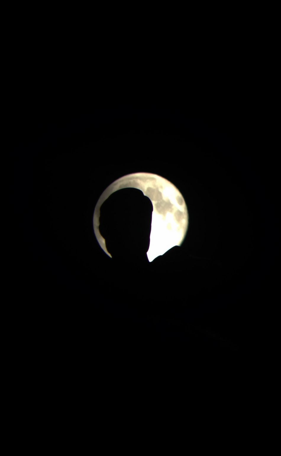 The super moon silhouettes the Oregon Pioneer atop the Capitol building. Silhouette Moon IPhoneography Astrophotography