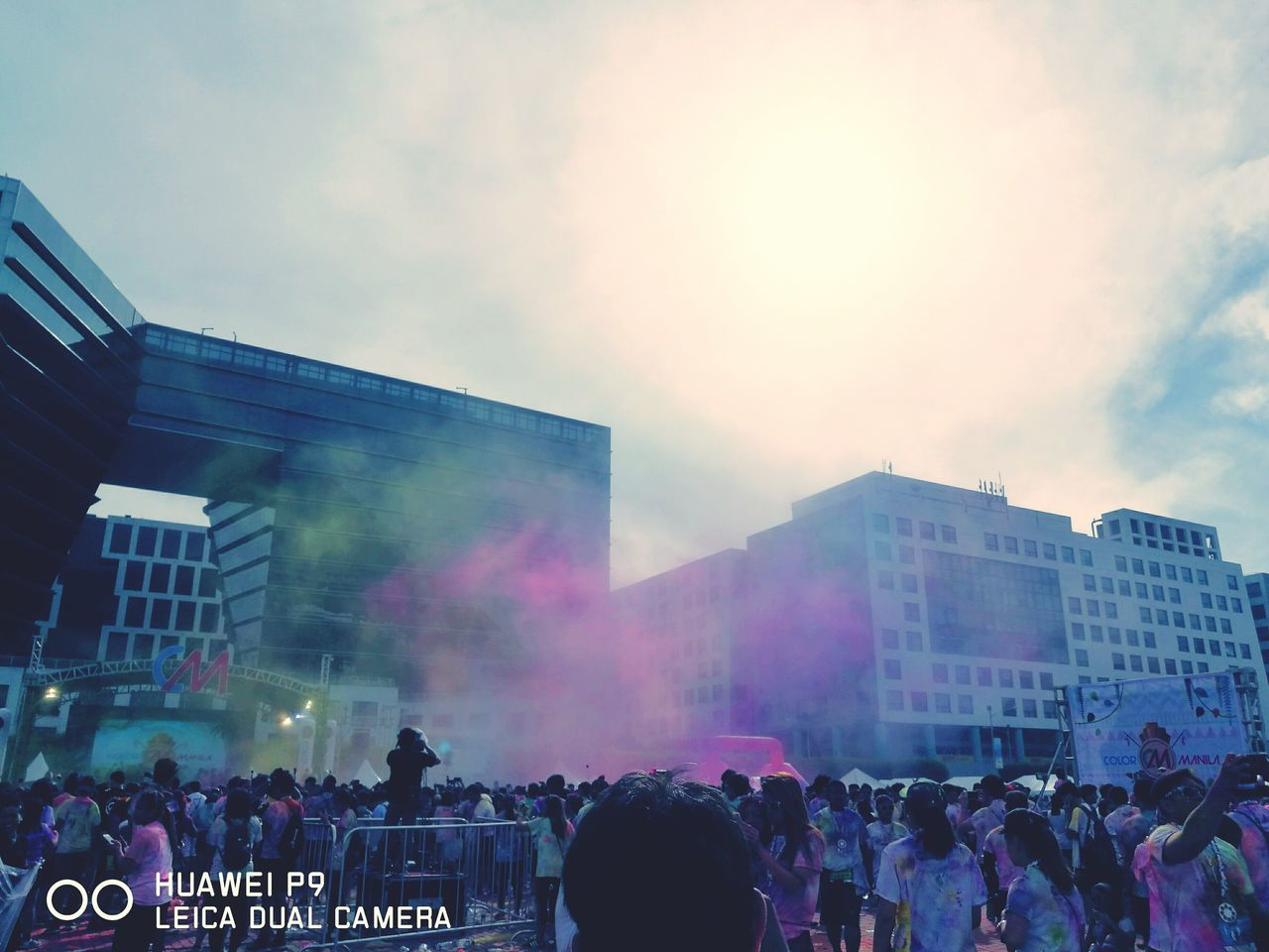 Adapted To The City Large Group Of People Crowd 12k Runners Urban Lifestyle Mall Of Asia Philippines Fun Run, Paint Run, Charity Run, Powder Paint Color Manila Run 2017 HuaweiP9Photography