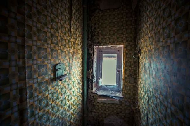 Abandoned Places Urbanexploration Destroyed Lostplaces Lostintime NIKON D5300 Marodes Beauty Of Decay Old Building  Where Is The Paper? Toilet Belgien From My Point Of View