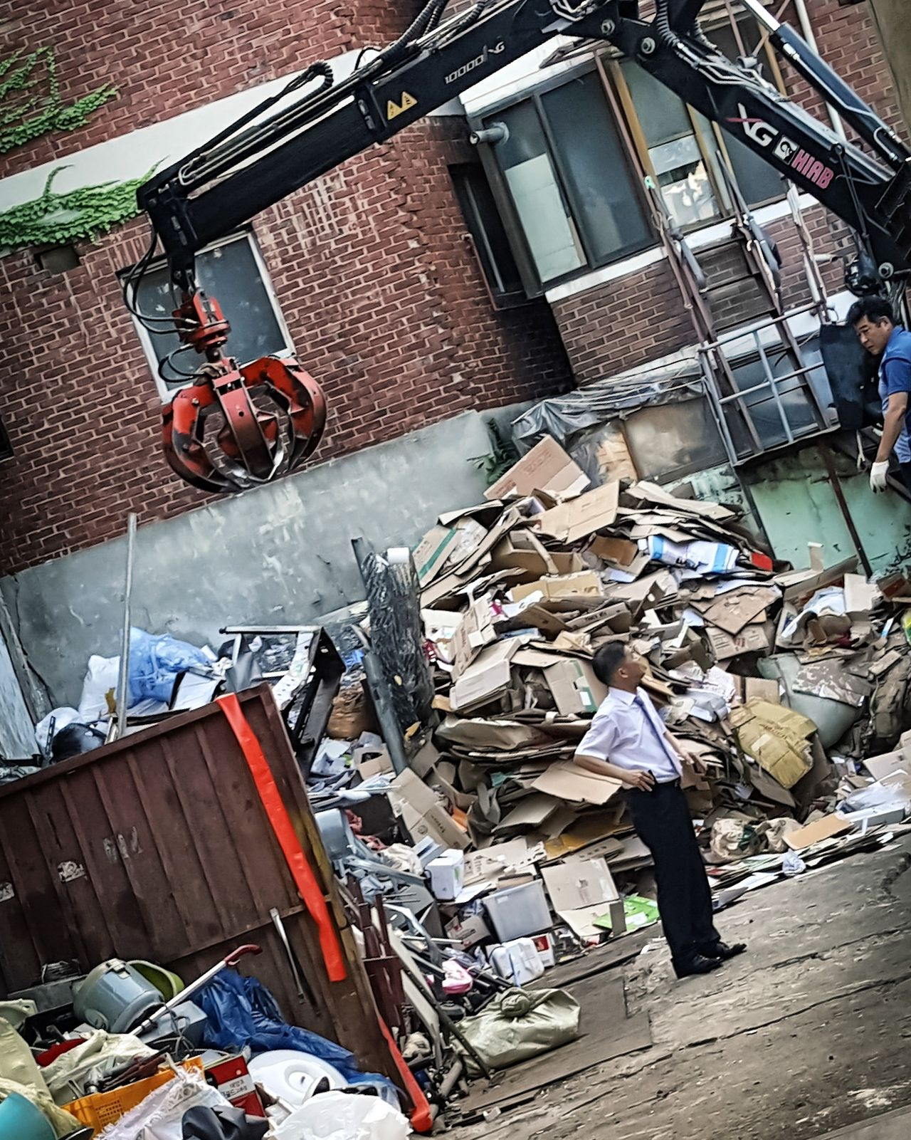 Dump Business Men Trash Too Much Stuff Seoul Korea Trash Day Travel Photography Young Adult Roads City Life Power Line  Scenics Transportation