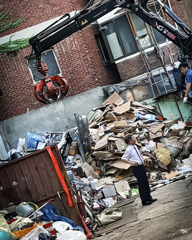 Dump Business Men Trash Too Much Stuff Seoul Korea Trash Day Travel Photography Young Adult Roads City Life Power Line  Scenics Transportation