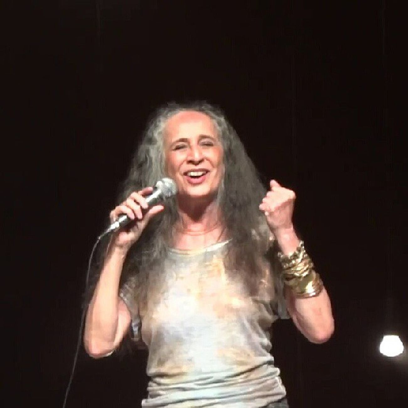 Pra mim, a pessoa que melhor canta no planeta terra - só perde para os pássaros: Mariabethania