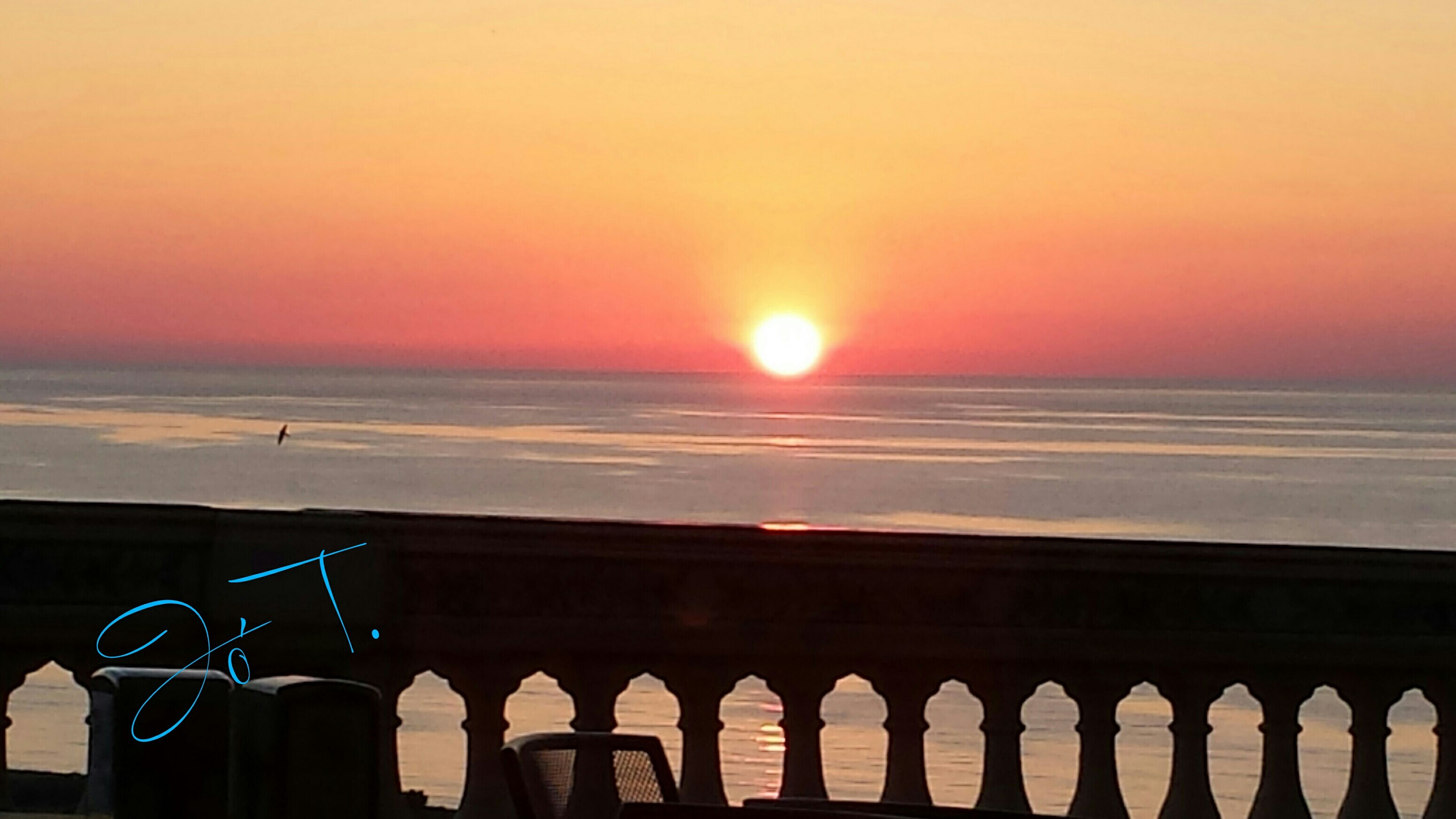 sunset, sea, horizon over water, sun, water, orange color, scenics, beauty in nature, sky, beach, tranquil scene, tranquility, nature, built structure, idyllic, copy space, railing, clear sky, architecture, silhouette