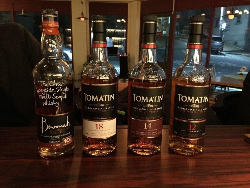 왼쪽부터 벤로막 10년 100프루프, 토마틴 18년 14년 12년 From left, Benromach 10years 100 proof, Tomatin 18, 14, and 12. Whiskey Single Malt Bar Liquor Bottle Benromach Tomatin