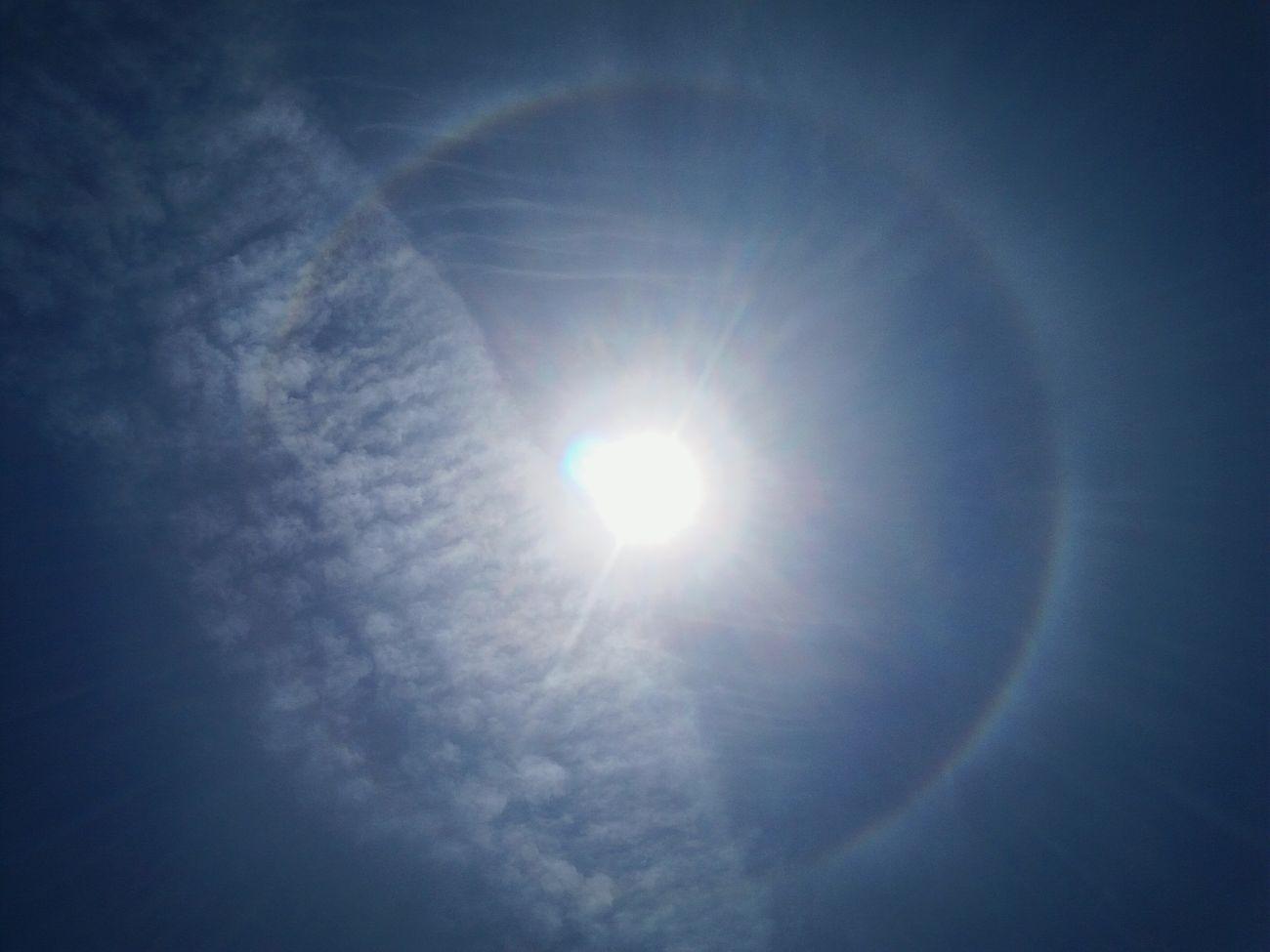 Hello World Hello Monday  RingringRing Around The Sun Sunlight Clounds And Sky Bangkok Thailand.🌞☁