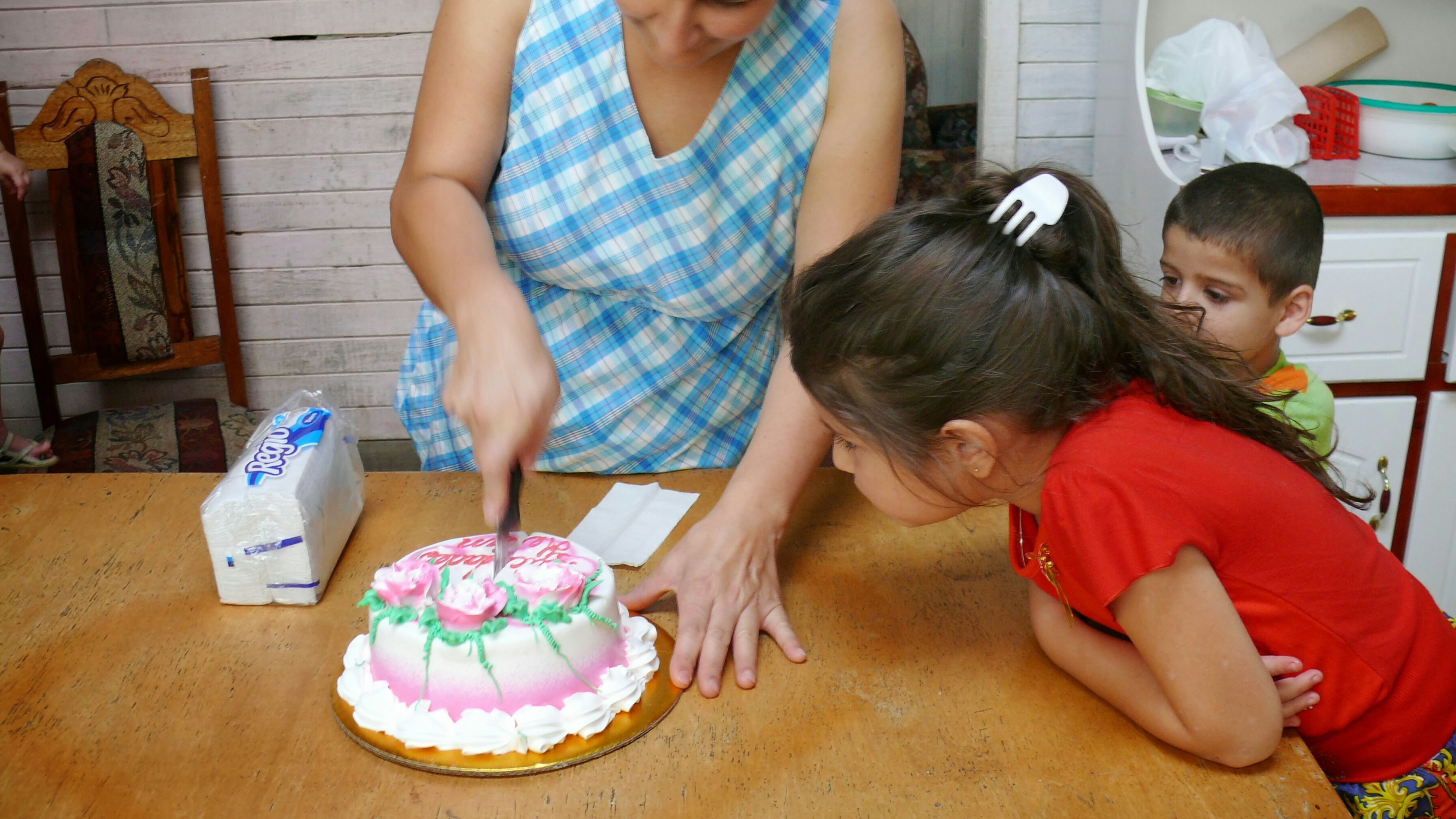 Child Neighbors Mother Birthday Cake Cake San Vito, Costa Rica Everyday Education Anticipation Kiids Cildren