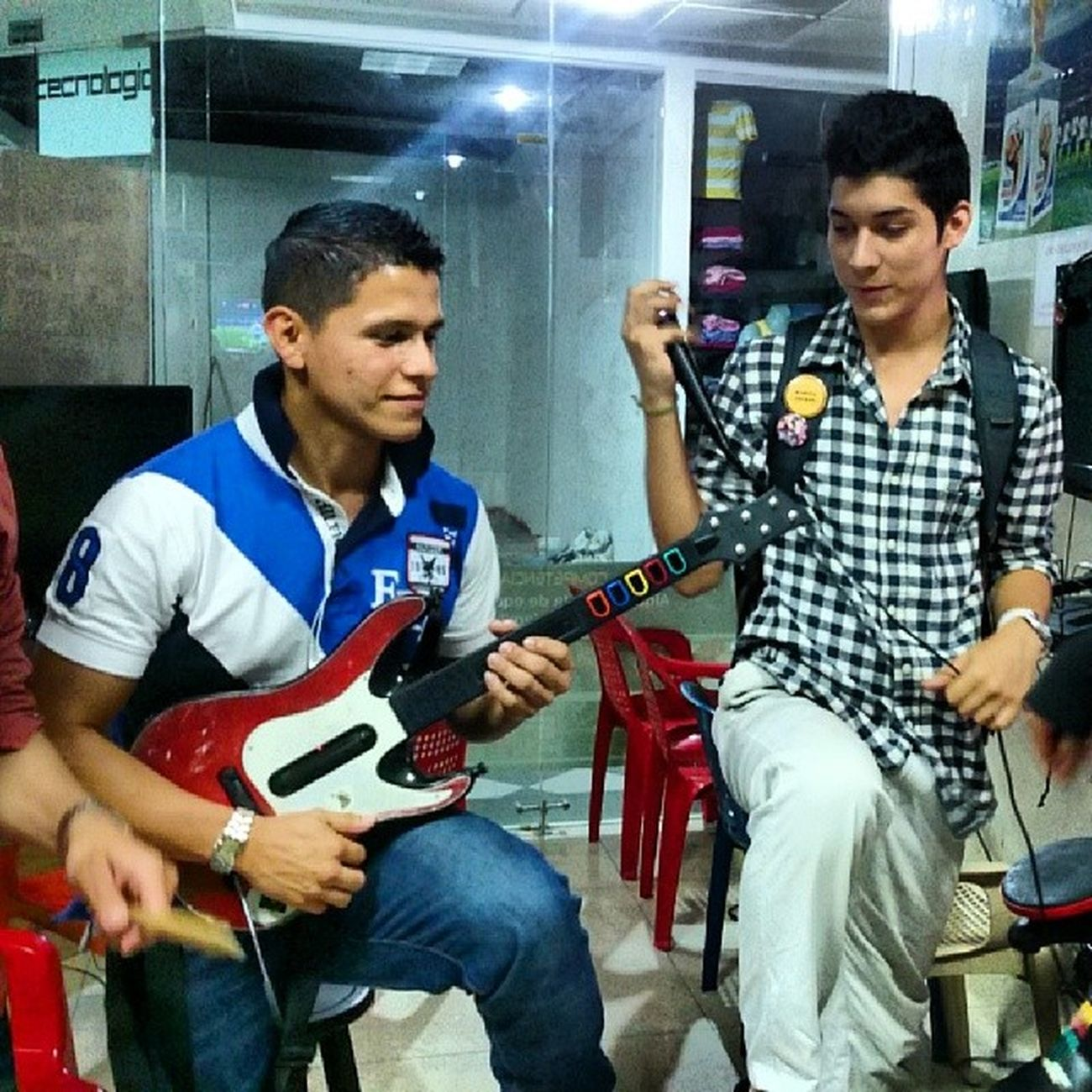 Guitarhero Guitar Vocals Buena tarde.