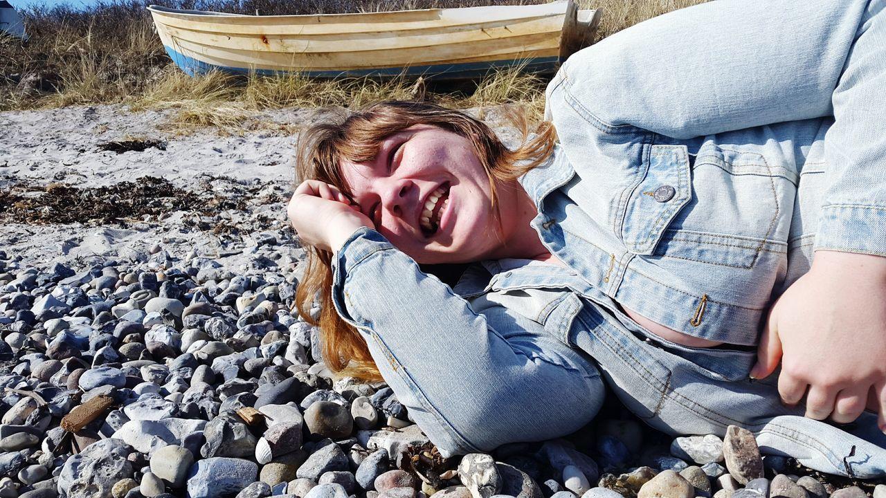 Women Who Inspire You Beatiful Girls Laughing Beatiful Woman Beach Beauty Boat The KIOMI Collection Showing Imperfection