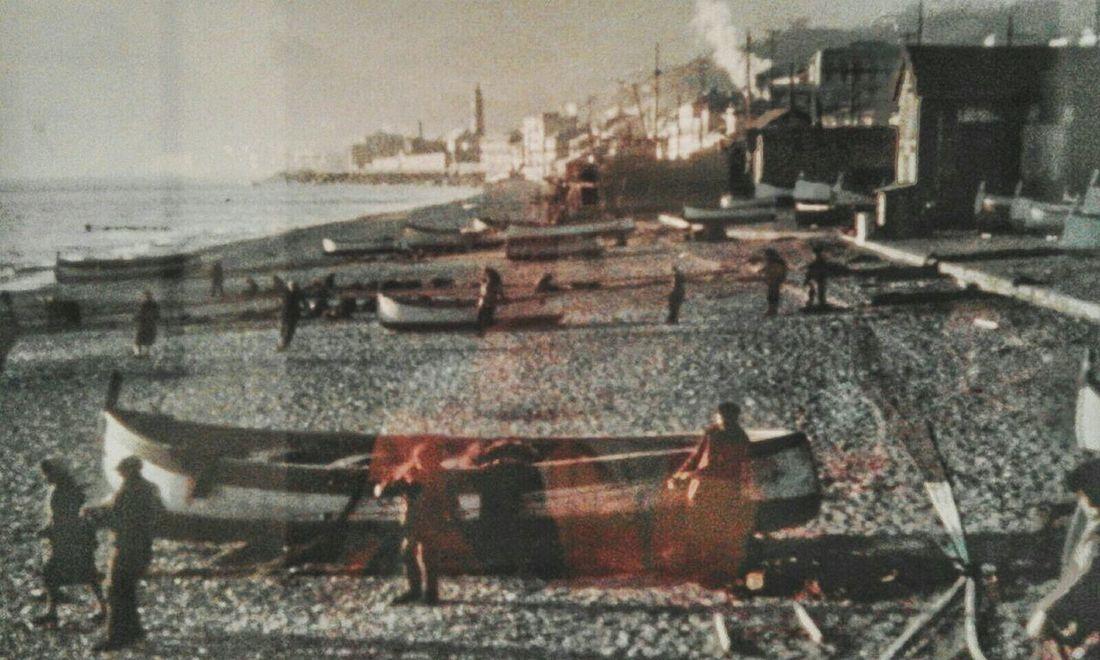 """""""Il mio quartiere nel 1941"""". Foto di una foto. Photo Of A Photo My Birthplace when I wasn't born yet. Spiaggia Barche Beach Boats Gozzo Ligure Genova-Pra'"""