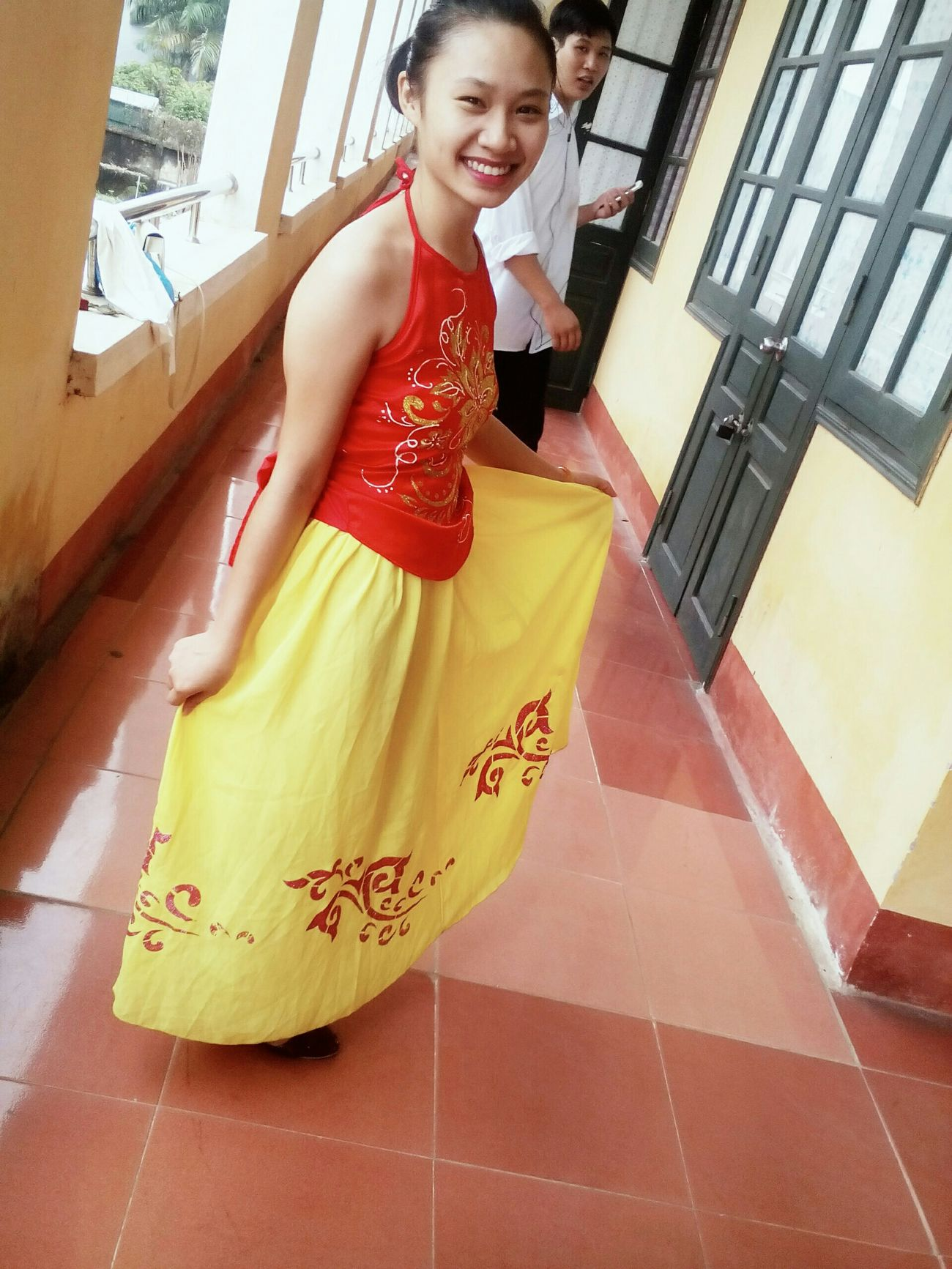My friend is friendly and cheerful 😆 Váy Múa_hát Ngày_20/11 Classmate Cute Girl Dance Dance_skirts Vietnamese Vietnamesegirl School Saycheese