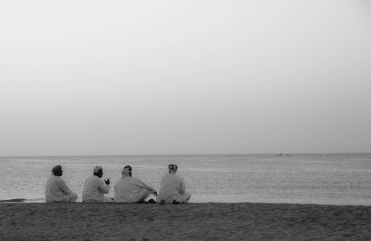 Oman Omanis At The Beach Beach Men Sitting On The Beach Sitting On Sand Men Talking Beachlife Traditional Clothing Culture Omani Arabs Arabian Culture