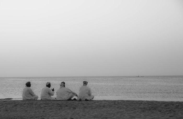 Oman Omanis At The Beach Beach Men Sitting On The Beach Sitting On Sand Men Talking Beachlife Traditional Clothing Culture Omani Arabs Arabian Culture
