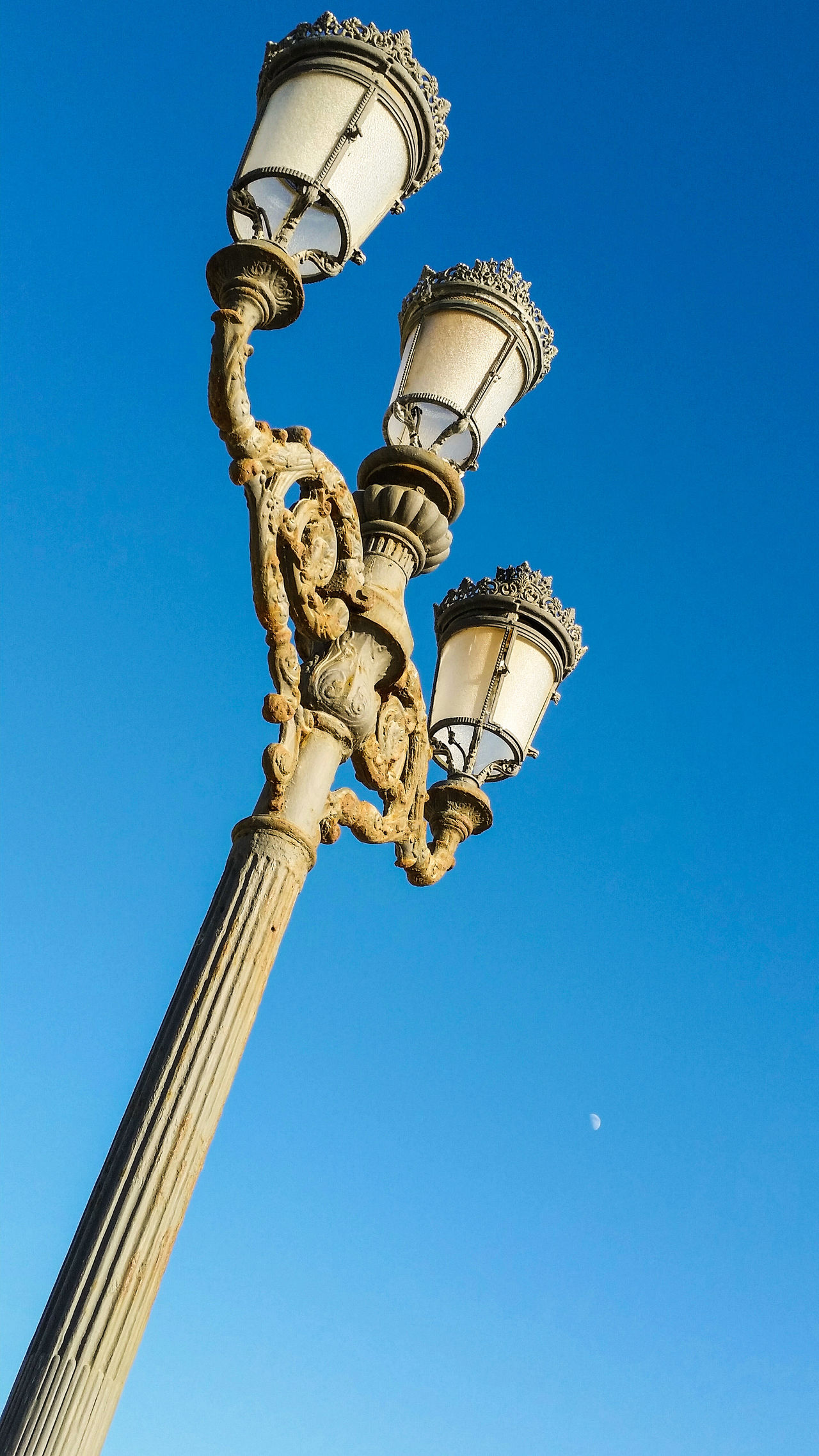 Blue Clear Sky Low Angle View Sky Vertical Outdoors Day Historia Caleta Juanbarrientos Arquitectura Cádiz, Spain España History Artsy Taking Photos Travel Destinations Cadizturismo Creativity Lightpost Lightpole Artsypics