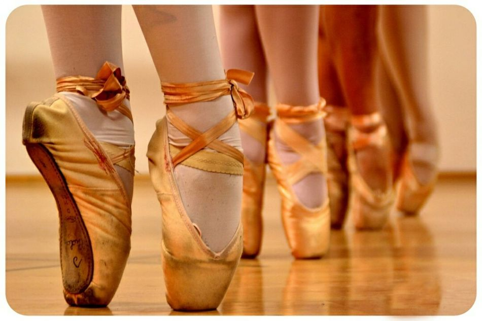 Soffi di raso. Dance Dance School Ballet Gold Dancer Danza Danzaclassica Classical Dance Ballo Danzare EyeEm EyeEm Best Shots Eye4photography  EyeEm Best Edits Eyemphotography EyeEm Team