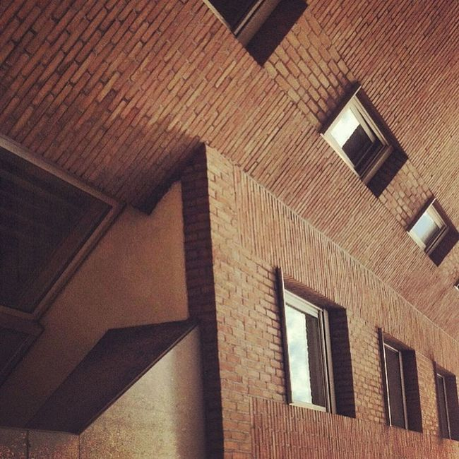 SUPERLOL AT CLOWN PARTY!!! #sad #architectureporn #perspective and #textureporn #bricks and #lol, #clowns and #windows. #abstract #party #inception and #linegasm. #brussels #ixelles REPREZENT Textureporn Perspective Inception Clowns Ixelles Linegasm Architectureporn Verticalporn Party Laughgasm Abstract Capslockgasm Sad Giggleporn Brussels Clownorgy Windows LOL Awesome Bricks